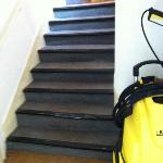 Couloir et escalier servant de remise