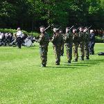 Des soldats vont tirer une salve d' honneur