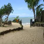 Vista do fundo da pousada com acesso à praia