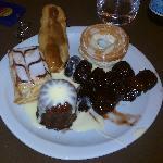 Une assiette de desserts à volonté