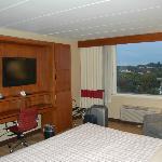 Tv, minibar y gran ventanal