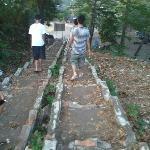tangga menuju bukit di pantai batu karas