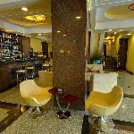 Retro Bar & Lounge