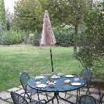 ontbijten in de tuin