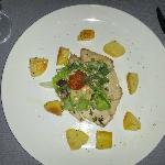 Pesce con cicoria noci e patate al forno