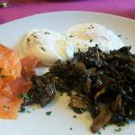 Poached eggs, smoked salmon and mushroom breakfast
