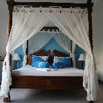 потрясающая кровать