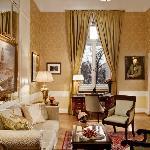 Dostoevsky Suite Lounge