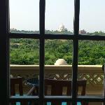 窓からタージマハール