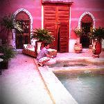 La porte de la suite de nos amis donnant sur la piscine