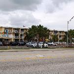 Hotelfront von der Straßenseite