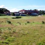 the 18th green & the clubhouse