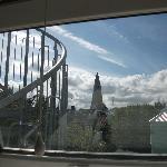 Вид из номера: знаменитая церковь Халлгримскиркья