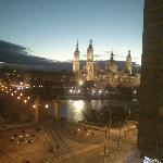 vistas desde el hotel al pilar de noche