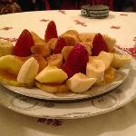 Fresh fruit topped with cinnamon