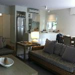 1br suite - modern & well-appointed with full kitchen