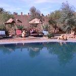 La piscina e l'area relax esterna