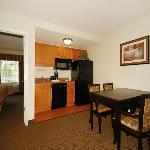 Fully Equipped Kitchen & Dining areas in all One Bedroom King Suites