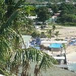 Vista del hotel desde un mirador en la ruta