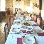 La salle à manger prête pour le repas de fête