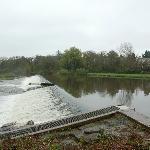 River Taff 上流のの堰の眺め
