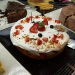 Magnifica torta alla panna e fragole