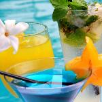 Sumptuous cocktails by the pool