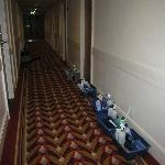 Kits de limpieza en el pasillo a las 9pm
