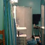 En-suite bathroom in Queen/Twin bedroom