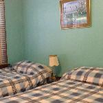 Queen/Twin Bedroom