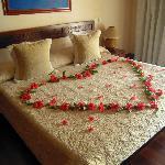 Nuestra cama de Luna de Miel con cava diario