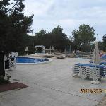 2 Pools auf dem Gelände des Cala Gracio Hotels