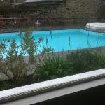 vue du restaurant sur piscine