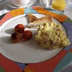 Scrambled eggs w/cheese - tasty