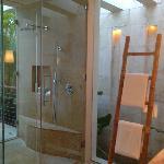 OVERWATER LAGOON bathroom
