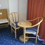 Room - Table and chairs