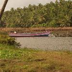 Canoe of the GT on the backwaters