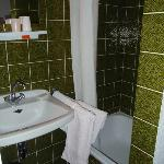 avocado green shower (no toilet!)