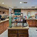 CountryInn&Suites Zion BreakfastRoom