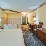 CountryInn&Suites Zion WhirlpoolSuite