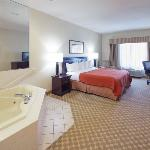 CountryInn&Suites Clinton WhirlpoolSuite