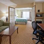 CountryInn&Suites Owatonna Suite