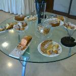Tavolo delle torte per colazione!