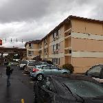 exterior of Econolodge in Tukwila SeaTac