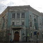 Музей напротив