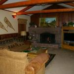 Blue Spruce Family room w/ Wood Burning Fireplace