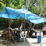 Teile des kleinen einheimischen Strandrestaurants