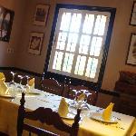 Restaurante acogedor y con especialidades ibéricas de la zona.