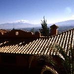 Blick über die Dächer ins Tal
