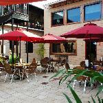 Courtyard dinind